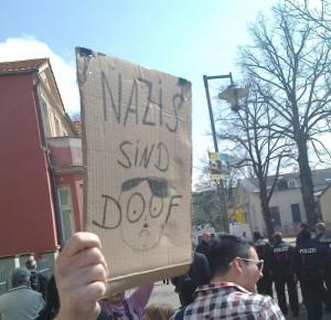 "Plakat ""Nazis sind doof"""